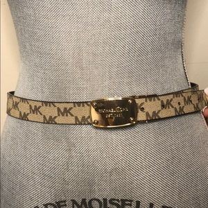 Micheal Kors reversible belt